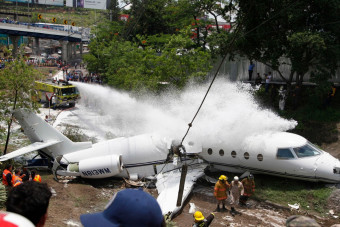 Private jet splits in half as it crashes after skidding off runway in Honduras