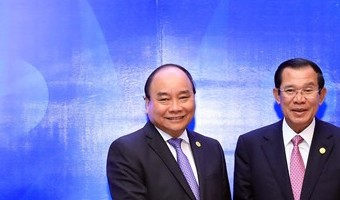 PM Phúc meets Cambodian and Lao counterparts at MRC Summit