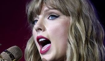 What is the setlist for Taylor Swift's Reputation Stadium Tour?