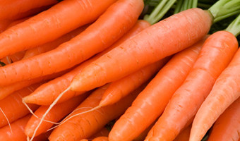 Carrots and bananas are some of the best raw foods to eat for a healthy mind