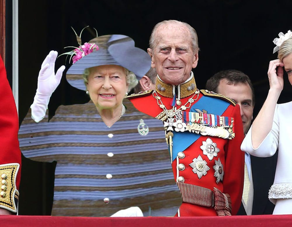 Queen in blue and white dress via green screen effect