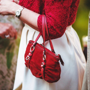 Object specific crop keeping the handbag