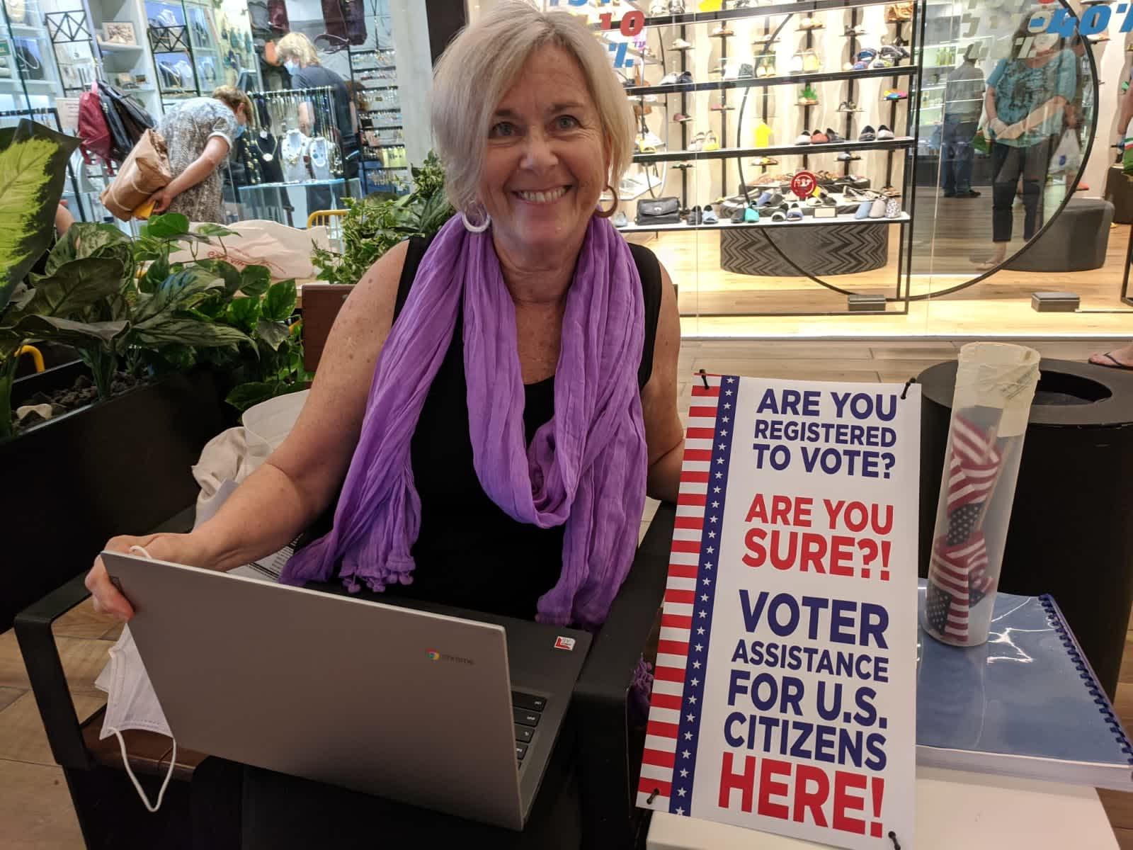 Volunteer Paula Mills, Photo by Barbara Frondel