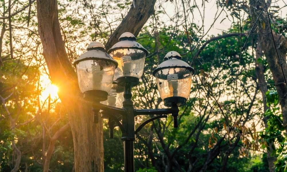 How to Change Light Bulb in Outdoor Lamp Post