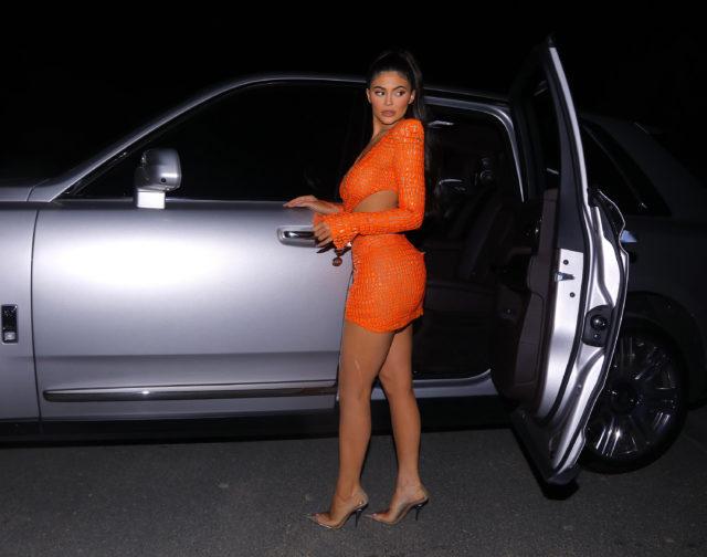 Сколько стоит оранжевое платье Кайли Дженнер? ОЧЕНЬ дорого!