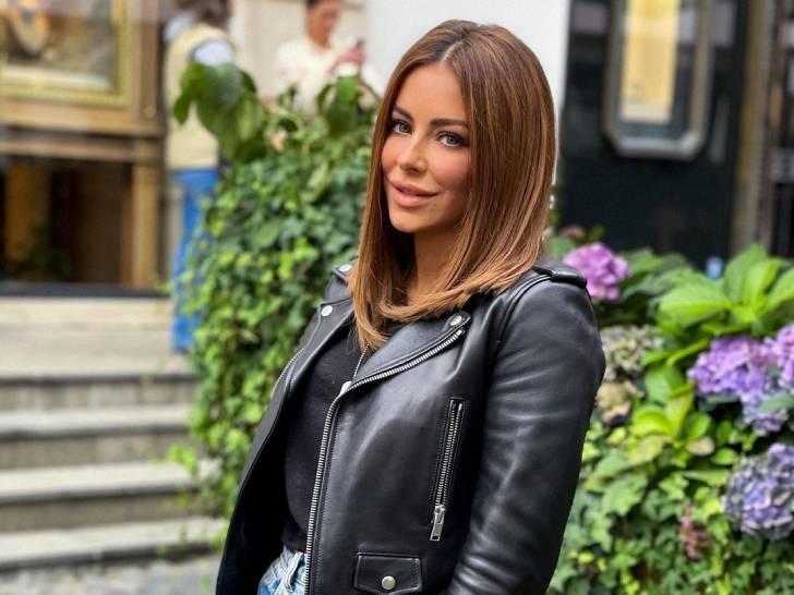 Без укладки и блесток: Ани Лорак отметилась в узких джинсах «варенках» в салоне красоты