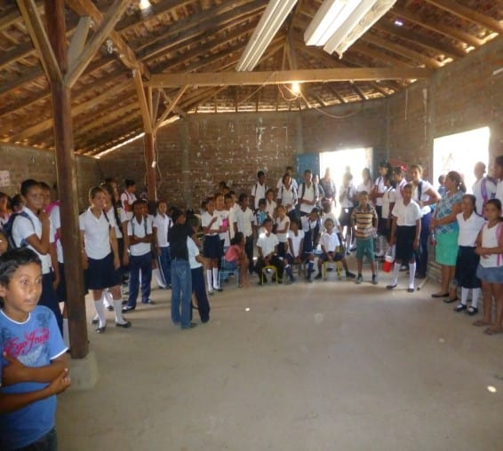 Students for Las Pilas say goodbye to the dental team