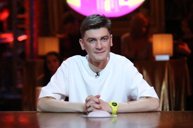 На карантине. Настя Ивлеева в прямом эфире с Александром Гудковым: он подстригся, а она разбила яйцо об лоб