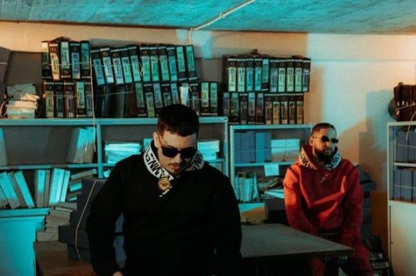 """Beatoven e 9 Miller em pousando em um escritório para a capa do single """"GOAT""""."""
