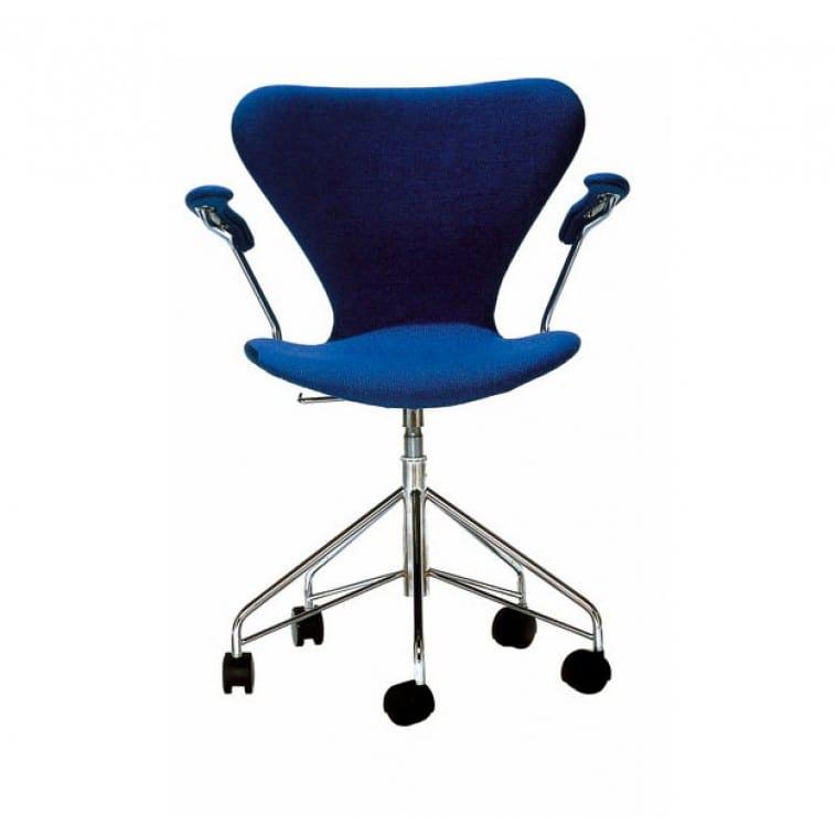 Series 7-3217-Padded- Swivel -Chair-Fritz Hansen-Arne Jacobsen