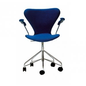 Series 7-3217-Padded- Swivel -Chair-Fritz Hansen-Arne Jacobsen