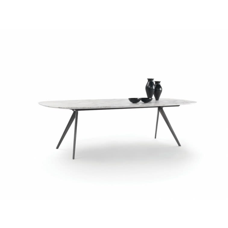 Zefiro Flexform table by Antonio Citterio
