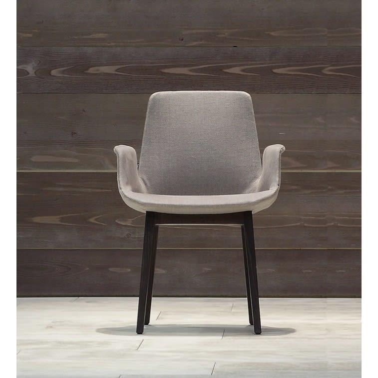 sedia-ventura-poliform-con-braccioli-base-legno