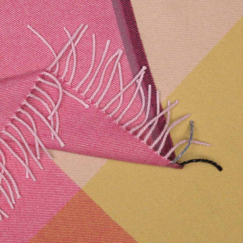 pink-fucsia-beige
