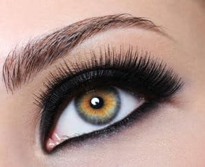 Black Bottom Eye Liner on Woman