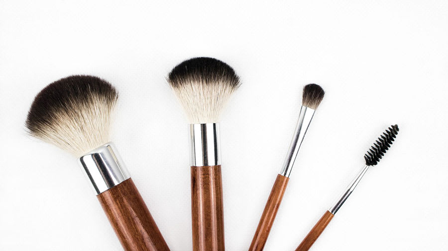Makeup brushes of different sizes