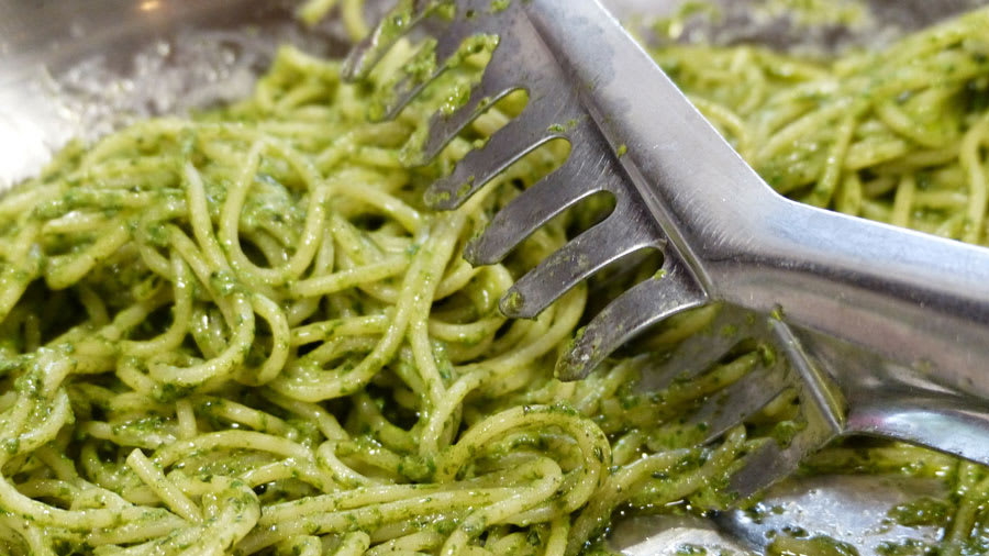 Spaghetti noodles with pesto