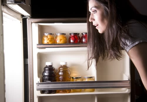 4 ways to quickly clean your refrigerator