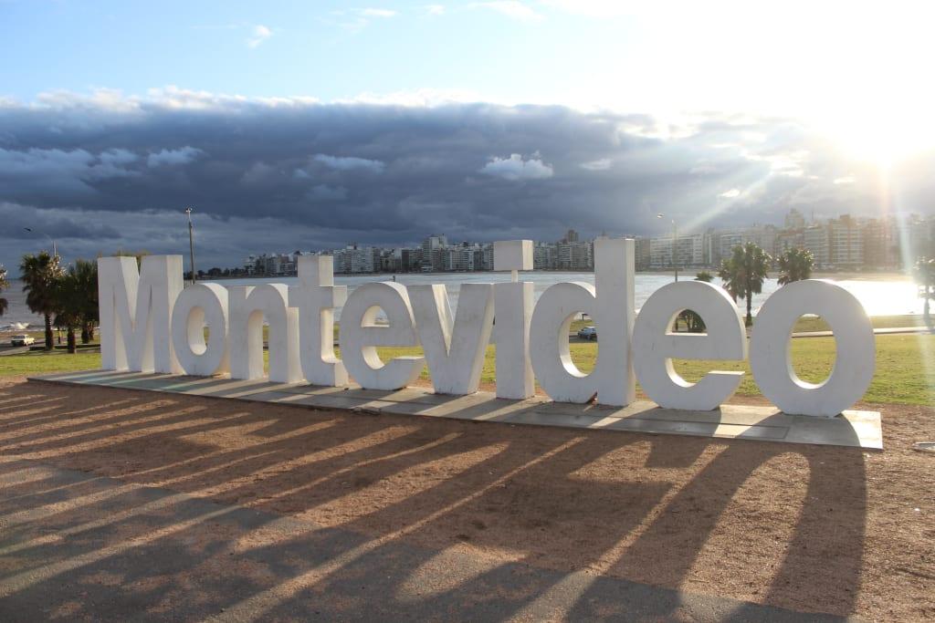 Letreiro de Monteviéu (Uruguai)