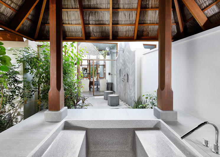 Beach Villa outdoor bathing