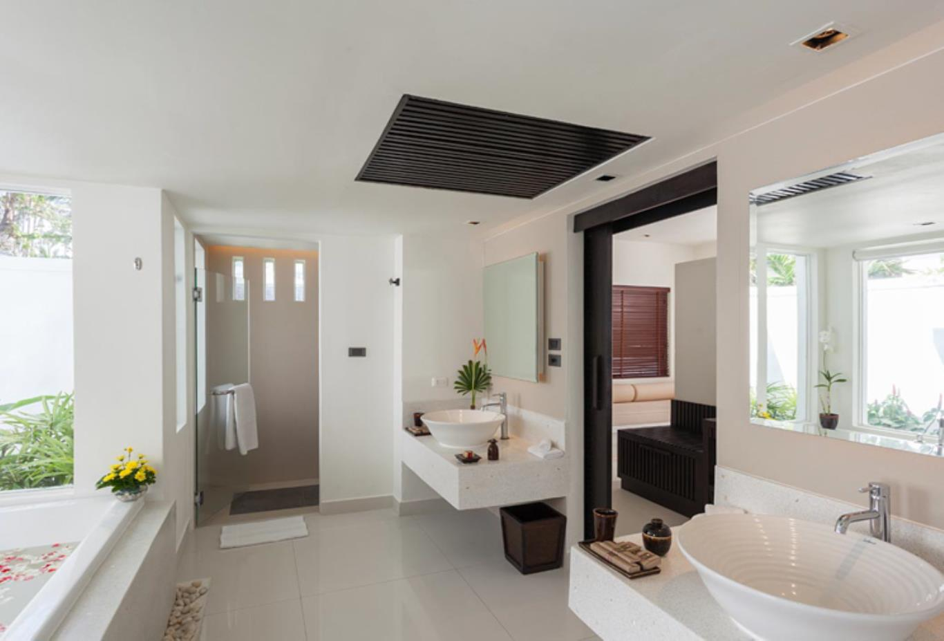 Grand Deluxe Villa bathroom