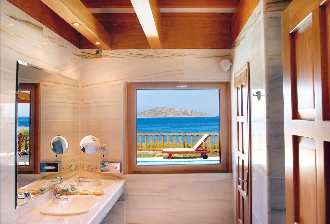 Minoan Royalty Suite Bathroom