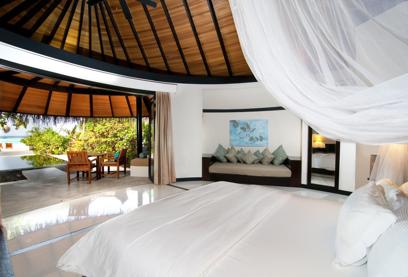 Deluxe Beach Villa With Pool Bedroom