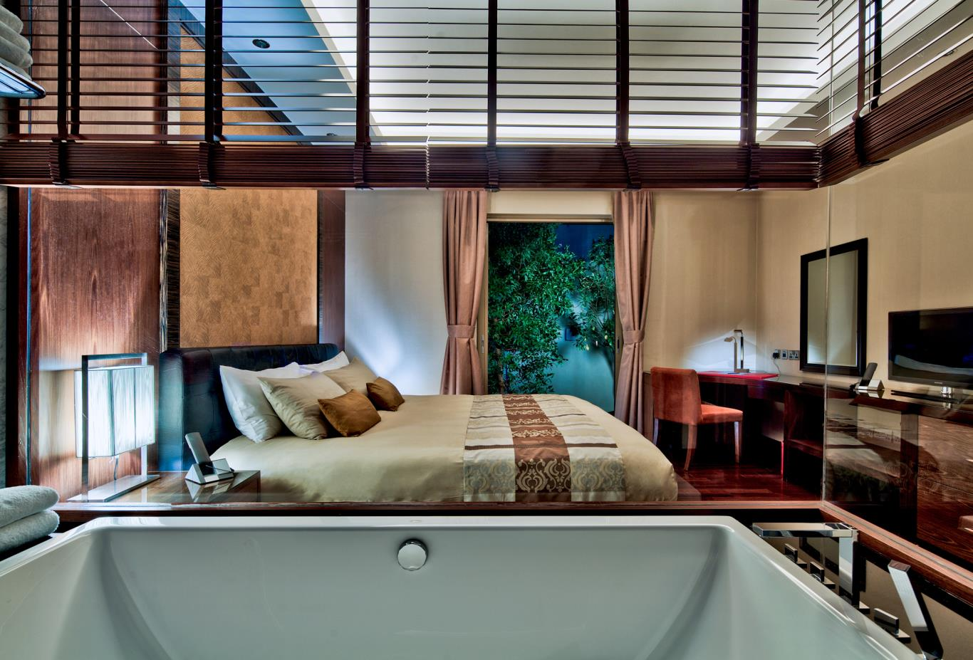 Pool-Residenc-Master-Bedroom