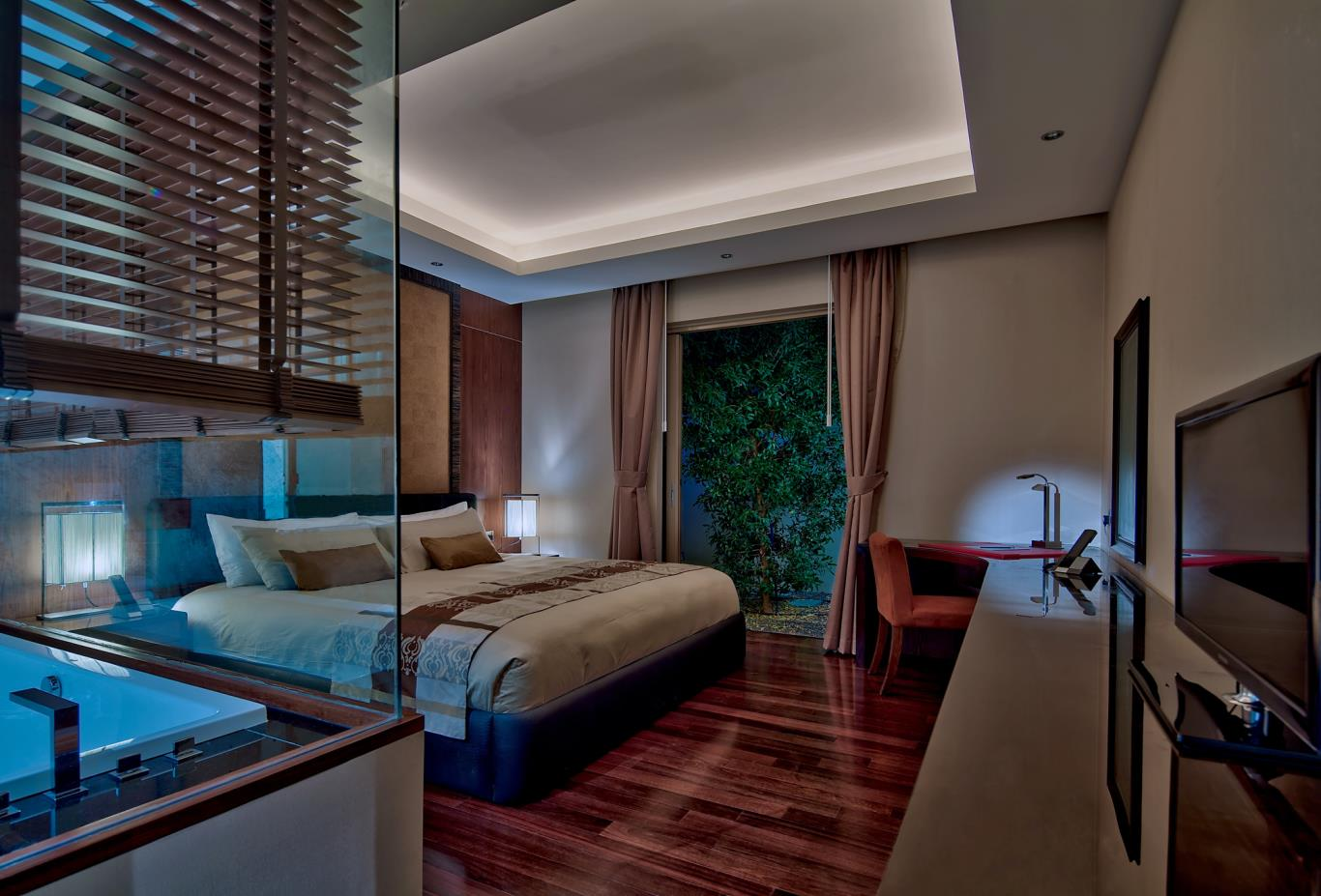 Pool-Residence-Master-Bedroom