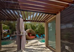 Pool-Villa,-Outdoor-Shower