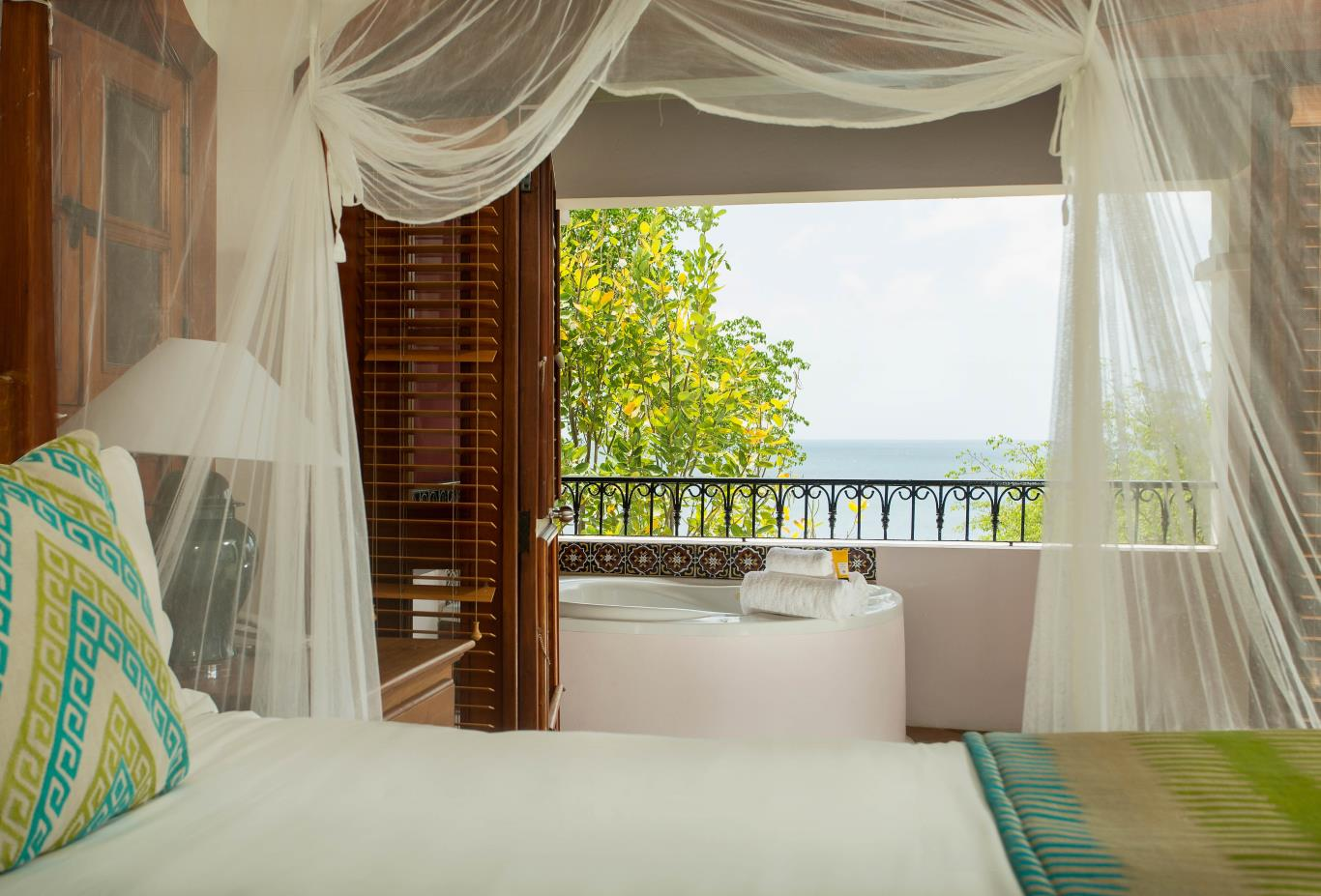 Ocean View Villa Suites with Jacuzzi