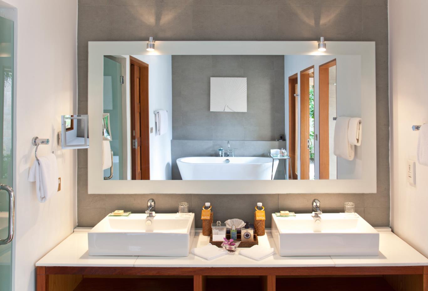 Baros Pool Villa Bathroom