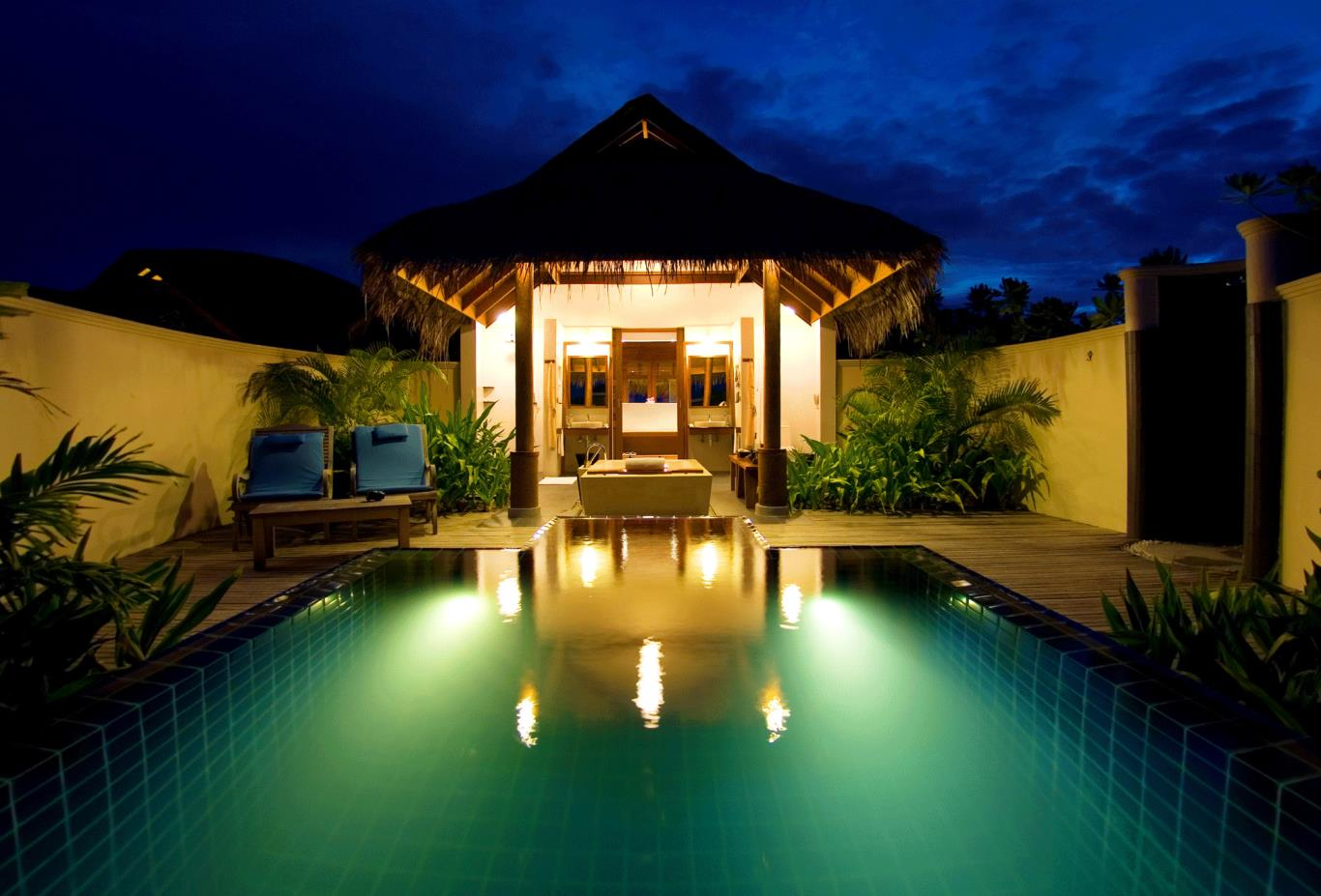 Sunset pool villa