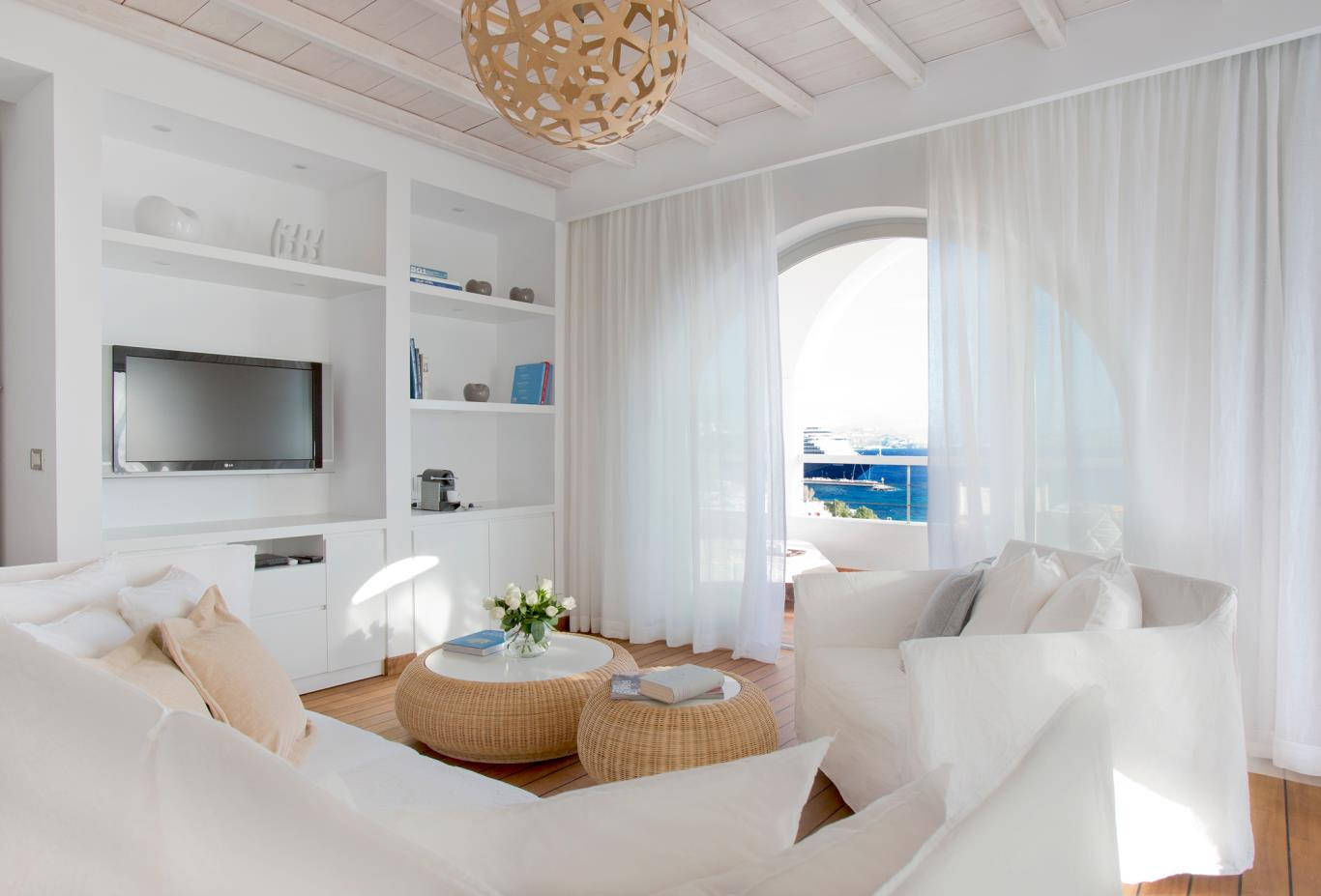 Mykonos-Suite-living2