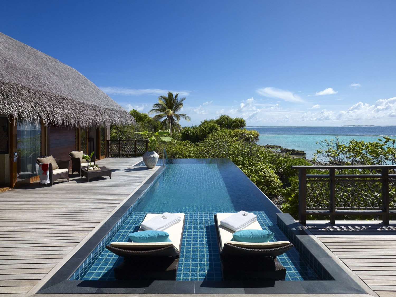 Tree House Villa deck and infinity pool