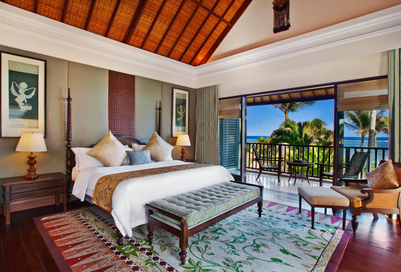Strand Residence master bedroom