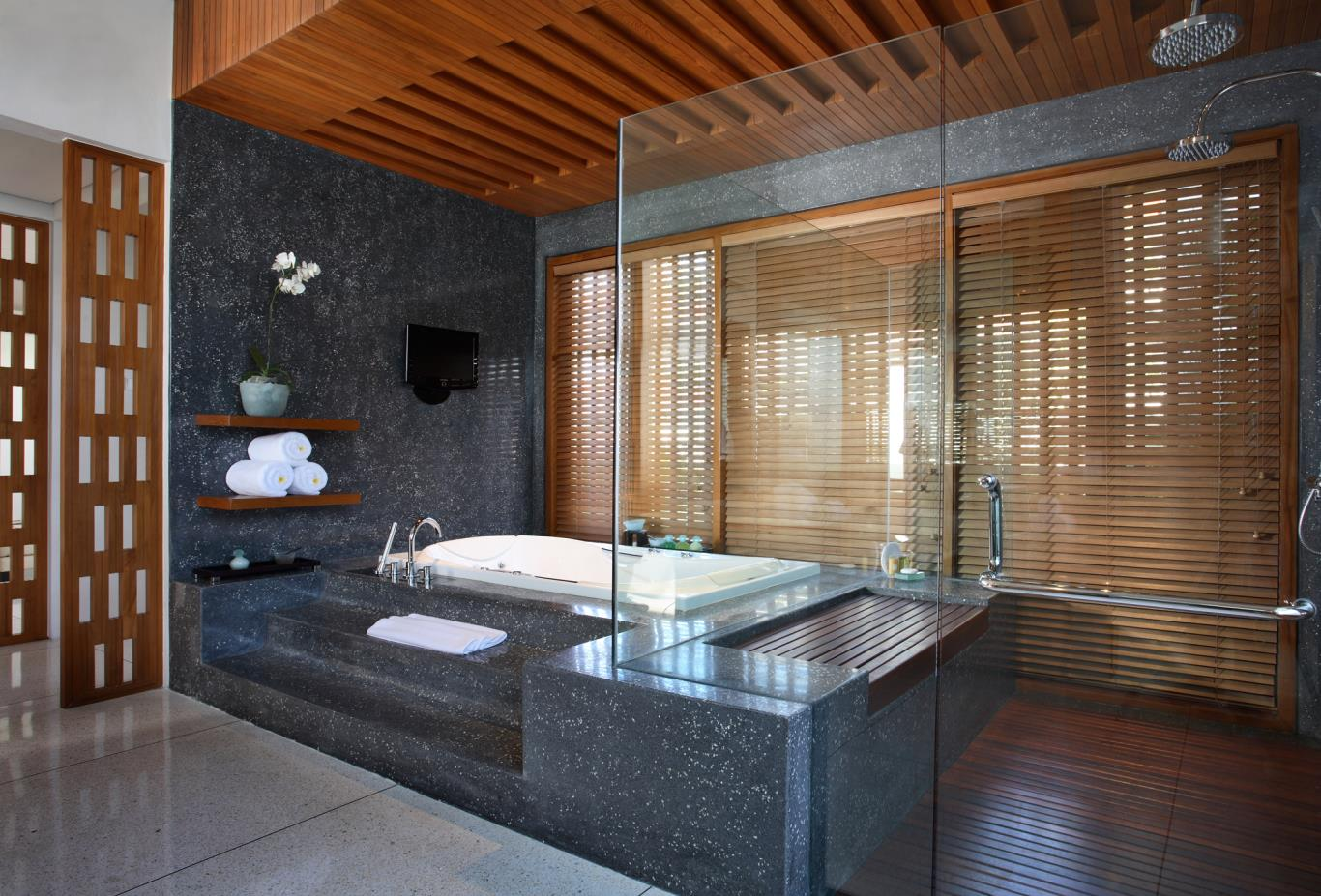 Royal Courtyard Villa Bathroom