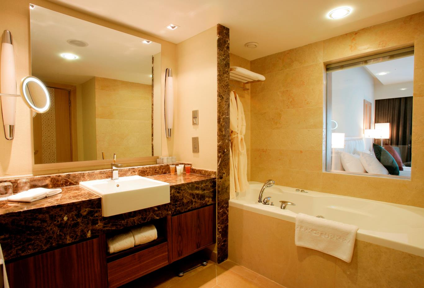 Royal golf villa bathroom