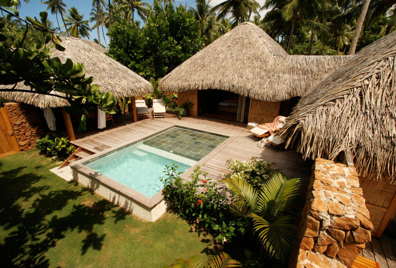 Royal Beach Villa pool