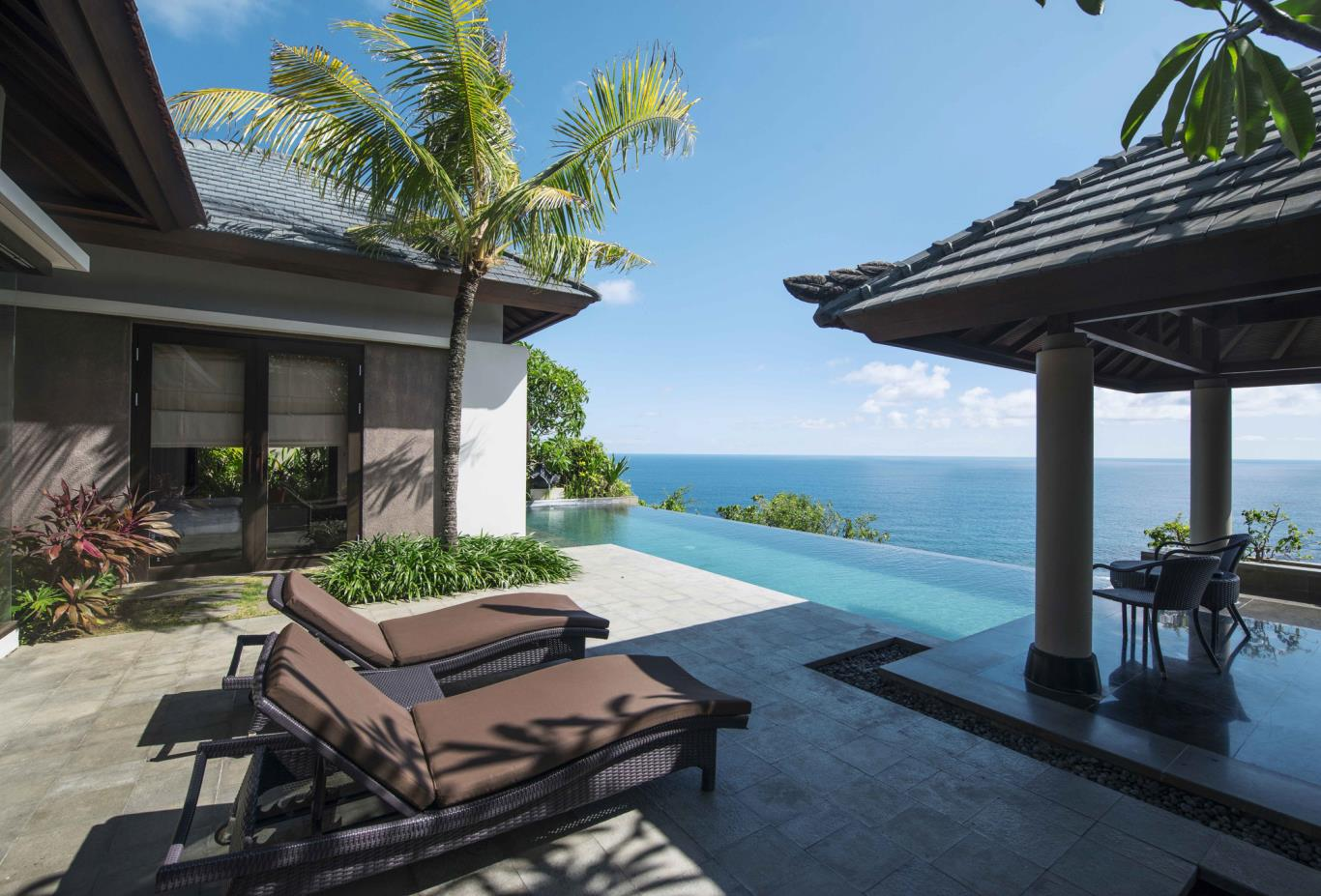 Pool Villa Cliff Edge