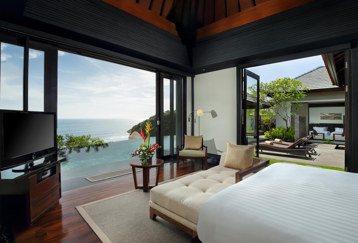 Sanctuary Cliff edge bedroom