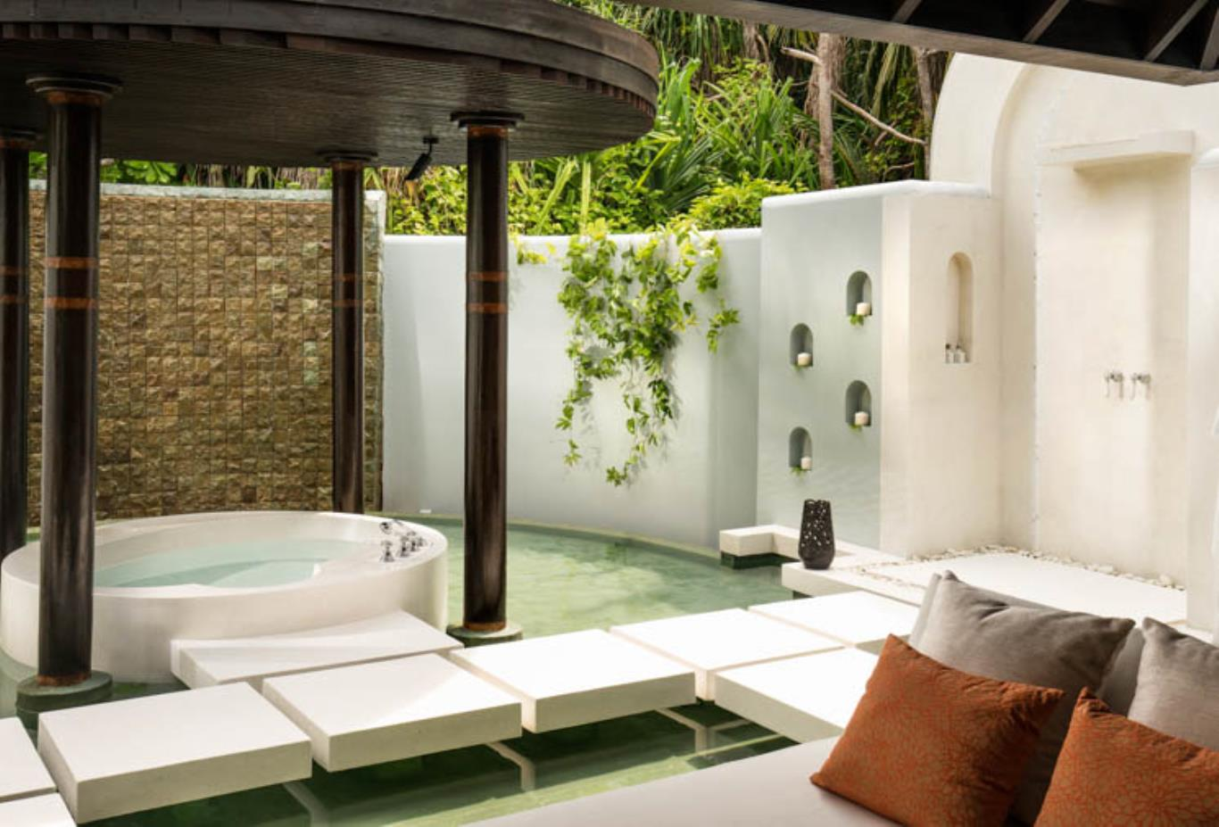 Beach Villa outdoor bathroom