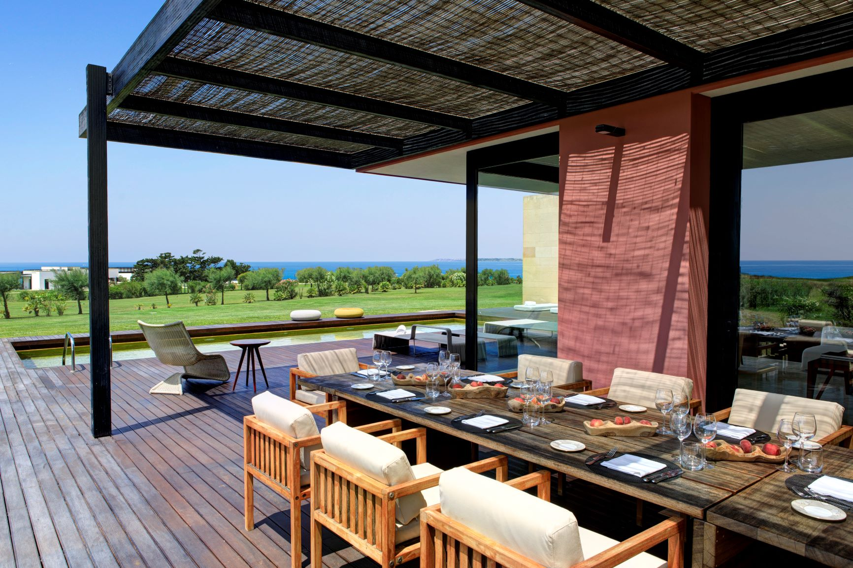 Villa Acacia outdoor dining