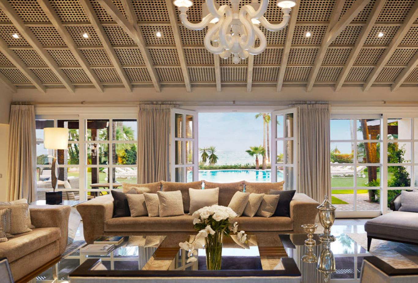 Villa Del Mar - Central Livingroom Pool Views