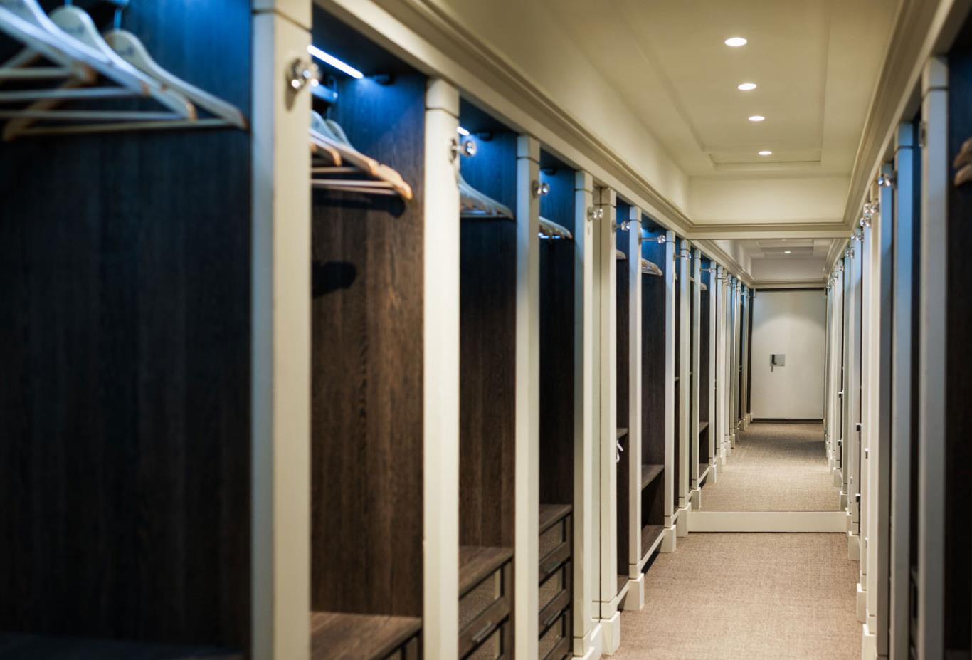 Villa Del Mar - Master Walk in Wardrobe