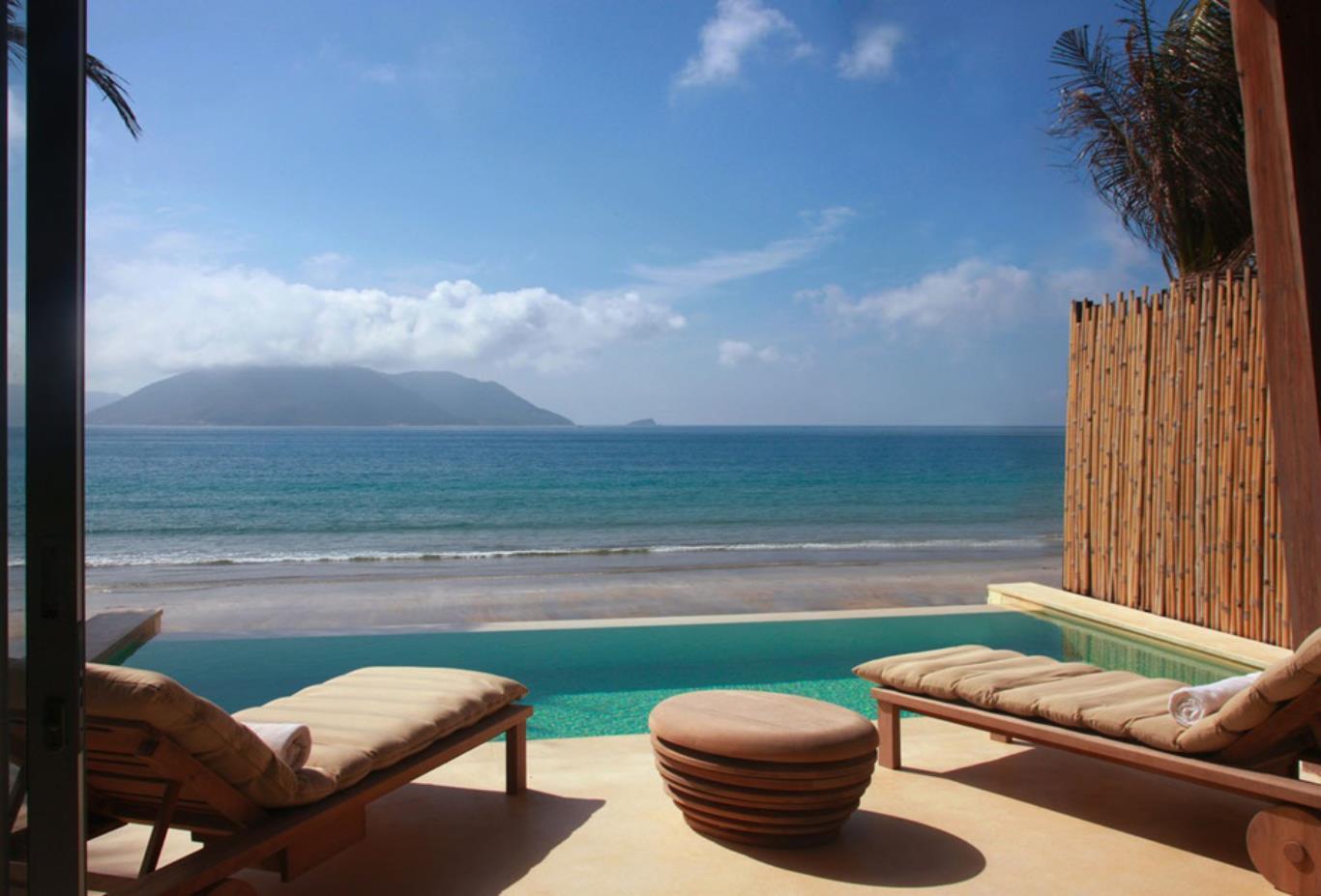 Ocean Front Deluxe Pool Villa exterior