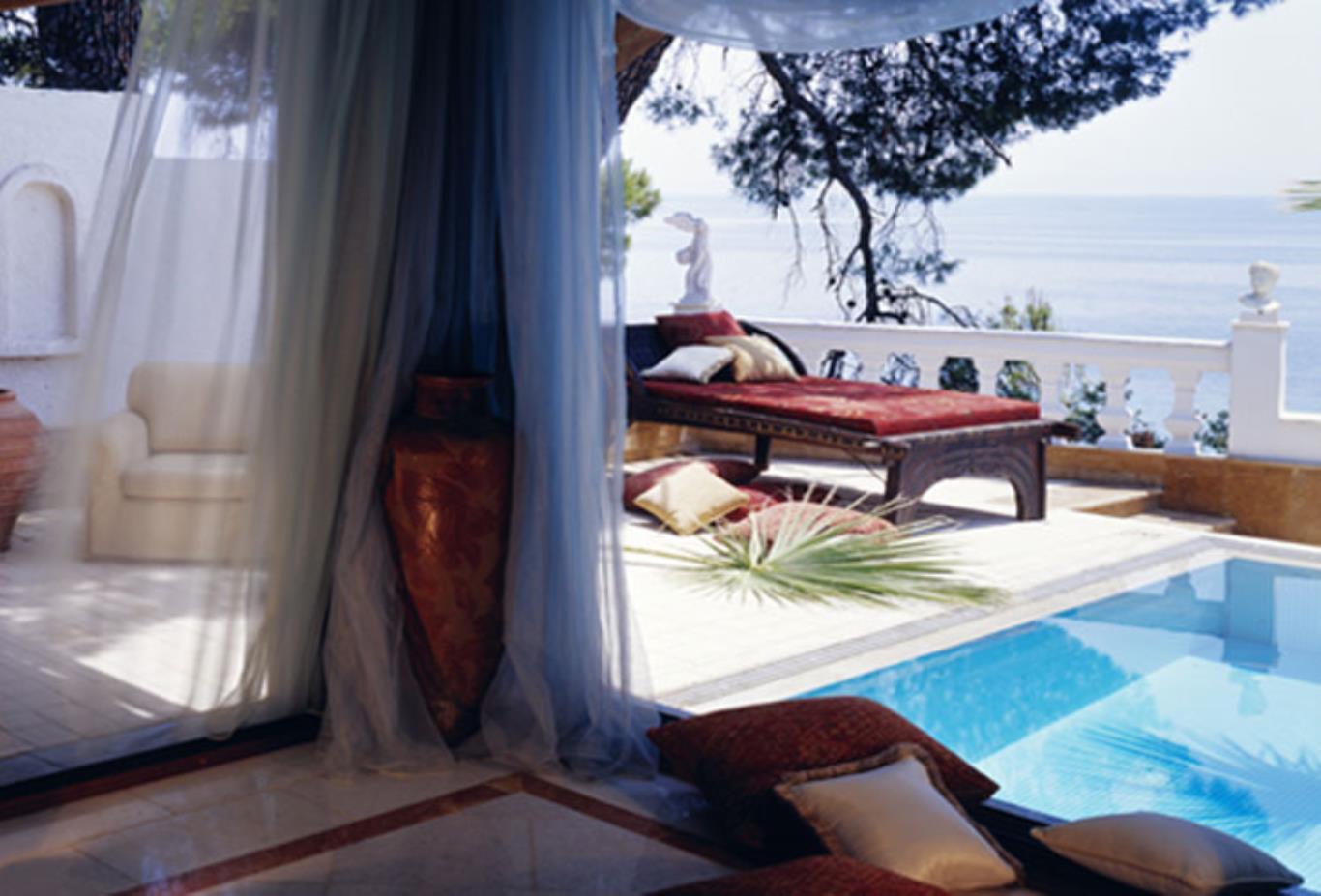 Honeymoon Executive Pool Suite