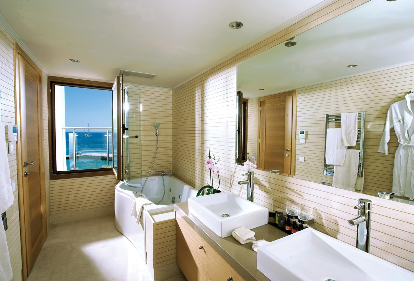 Diamond Residence bathroom