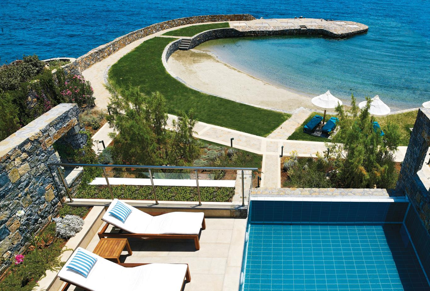 Diamond Residence Pool and Beach