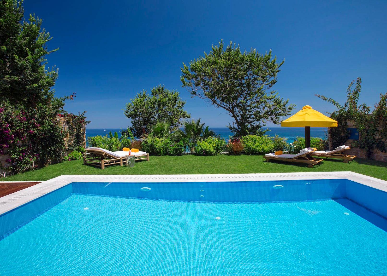 One royal spa villa swimming pool